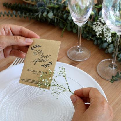 Offrir un sachet de graines personnalisé en cadeau d'invités pour un mariage